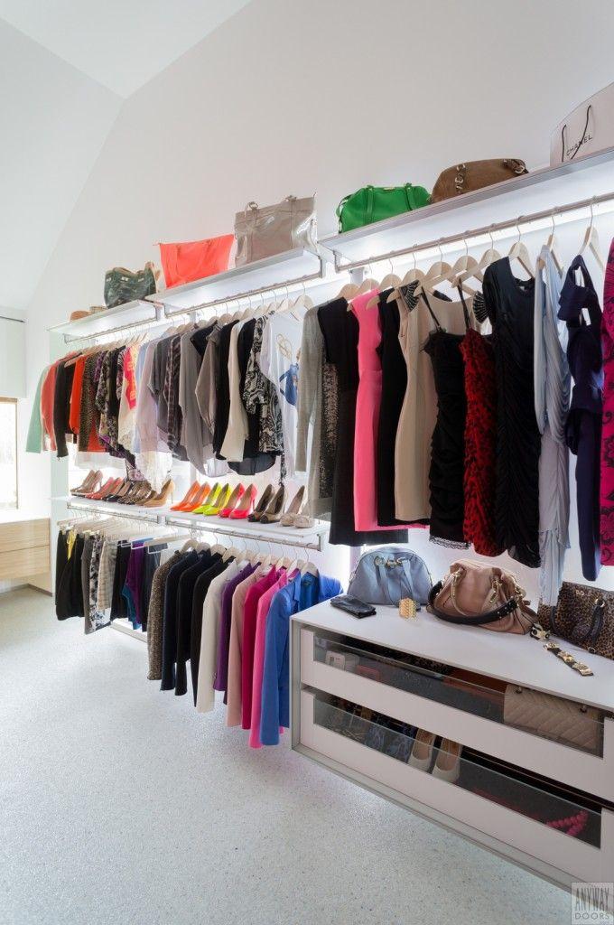 design garderobekast in een slaapkamer met modulaire inrichting... Op maat gemaakt door http://dressaway.com