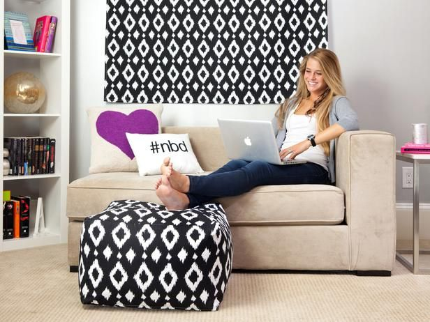 Chic and Functional Dorm Room Decorating Ideas : Decorating : Home & Garden Television Love this pouf.
