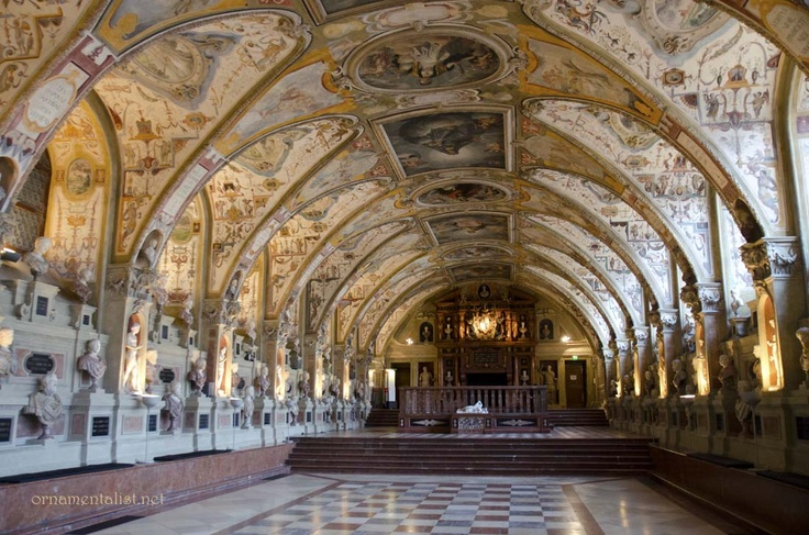 wow anitquarium of the munich residenz the largest renaissance hall north of the alps. Black Bedroom Furniture Sets. Home Design Ideas