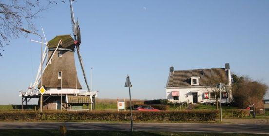 Op één van de mooiste plekjes van Kampen, op de dijk langs de IJssel, naast de oude stadsmolen en op loopafstand van de binnenstad, vindt u de kleinschalige, exclusieve B&B ''t Geheim van de Molenaer. Je vindt 't Geheim van de Molenaer aan de IJsseldijk 94 in #Kampen