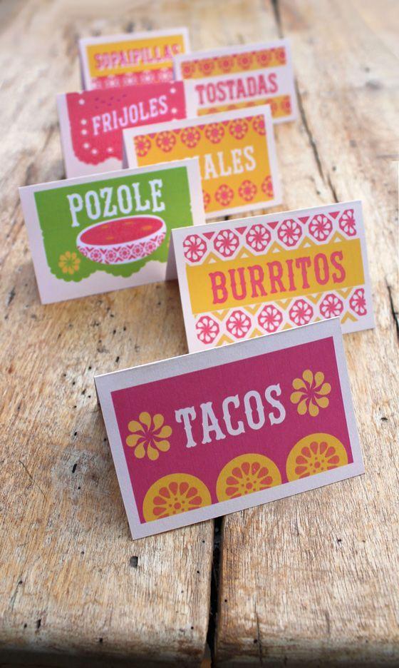Si pones una mesa de buffet puedes colocar estos coquetos letreros en tus cazuelas o servicio