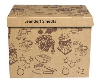 De vierde doos is de doos die alle andere dozen overbodig maakt. Zij kan alles bevatten. Die doos is sterker dan een reiskoffer, mooier dan een versleten schoenendoos en handiger dan een archiefdoos. Tom wil dat de lezer zelf zijn geheime herinneringen of beelden uit zijn jeugd kan bewaren in deze doos.