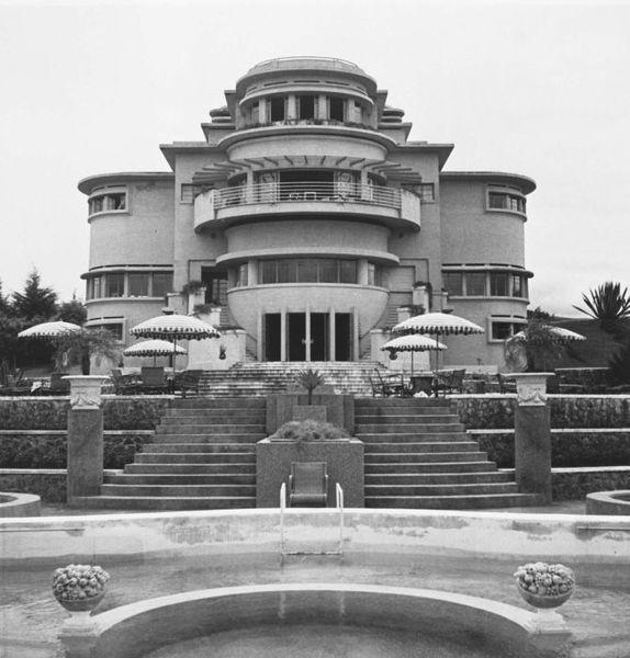 Villa Isola aan de Lembangweg bij Bandoeng