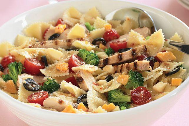 Salade de boucles au poulet -------------------Grâce aux lanières de poulet grillé qu'elle contient, cette salade comblera même les plus gros appétits!