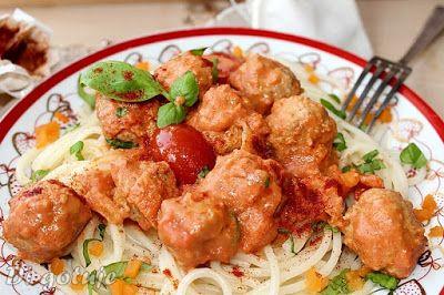 Di gotuje: Kuleczki cielęce z makaronem i sosem pomidorowo-śm...