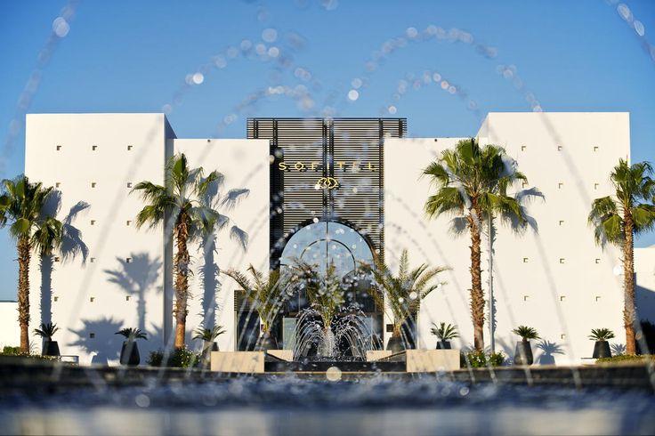 Este hotel encontra-se junto à sua própria praia privada e dispõe de um centro de talassoterapia com tratamentos, massagens e banhos termais.