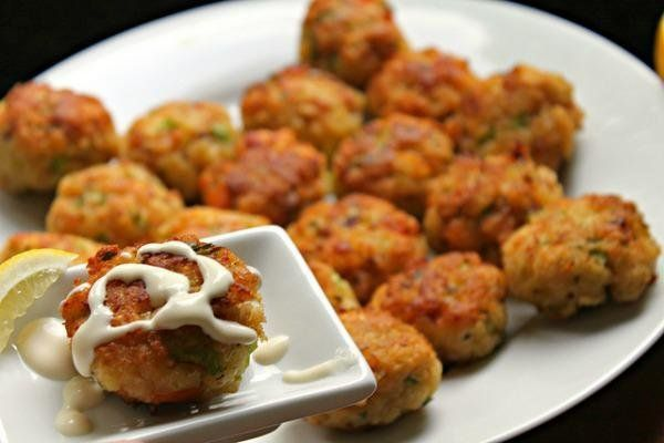 These shrimp cakes are the perfect bite-size appetizer and the perfect crowd-pleasing seafood recipe for a family dinner or entertaining a group!