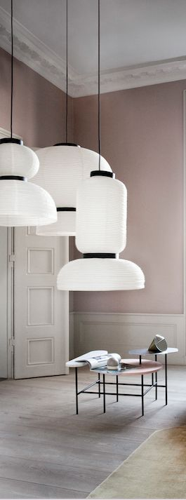 Lampade da soffitto in carta ispirate alla tradizione cinese delle lanterne. Paper pendant lamps inspired by Chinese lantern tradition. Formakami, Jaime Hayon for @andtradition #vembianco