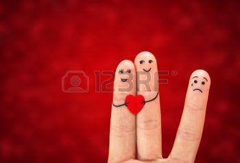 sofferenza: Coppia felice in amore, tiene il cuore e la terza ruota