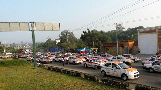 Lista algunos bloqueos en Veracruz por incremento a la gasolina - http://www.esnoticiaveracruz.com/lista-algunos-bloqueos-en-veracruz-por-incremento-a-la-gasolina/