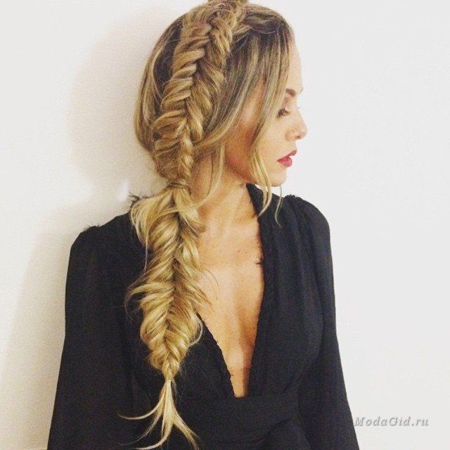 Растрепанные косы, небрежные локоны - именно в этих модных прическах находят вдохновение многие модницы и дизайнеры. Богемный шик приветствует этим летом не только в одежде, но и в прическах. Прически в стиле бохо прекрасно подойдут для длинных волос, но и для волос средней длины и даже коротких волос найдутся интересные варианты укладок. Вдохновляемся образами русалок, стилем индейцев и хиппи и создаем прически в стиле бохо с помощью мастер-классов в статье.