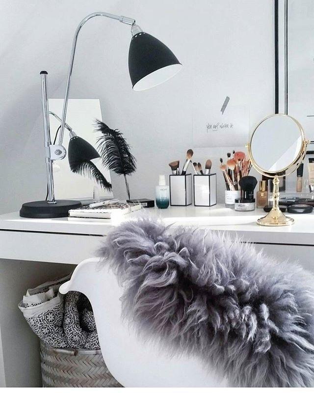 best 25 makeup tables ideas on pinterest makeup desk. Black Bedroom Furniture Sets. Home Design Ideas