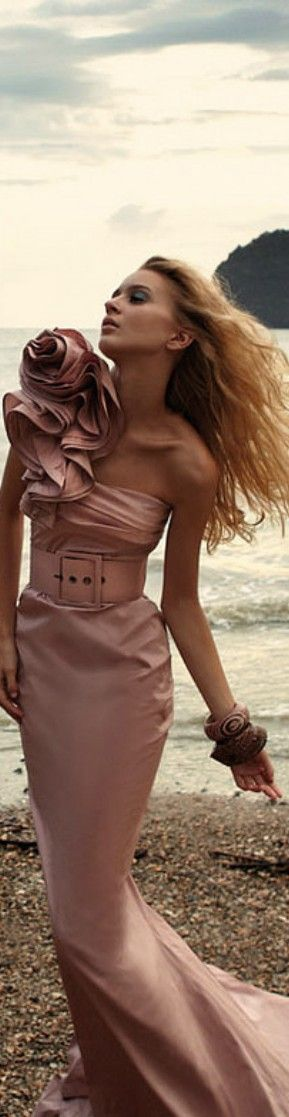 Etxart & Panno pink gown on a beach. #dress #style #fashion