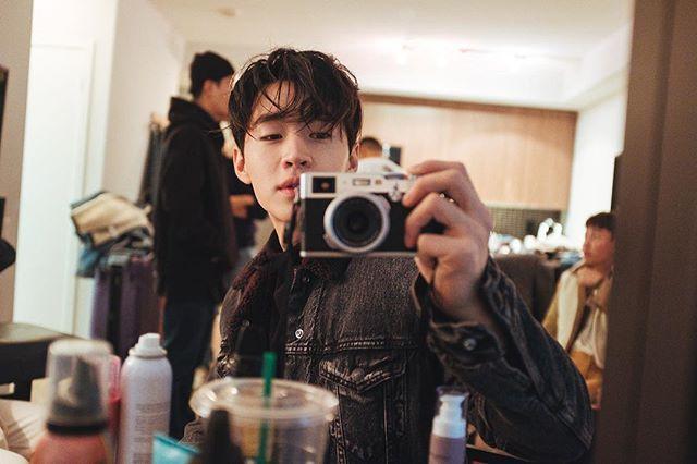 Behind The Scenes Of Wkorea Shoot With Henryl89 S Camera Henry Lau Korean Artist Boyfriend Material