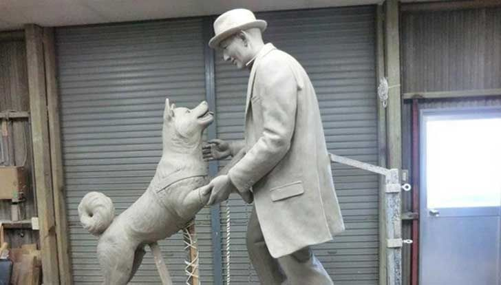 El legendario y leal perro Hachiko finalmente se reúne con su amo para siempre