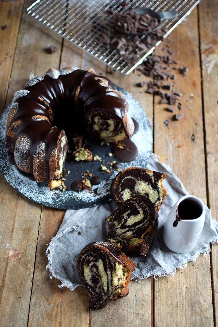 :) Zebra Marmorkuchen Guglhupf - Zebra Marble Cake - schokoladiger Rührteig aus Kakao und (Butter-)Milch und Schokoladenganache (wer mag mit Kaffee) der auch nach tagen noch saftig schmeckt - http://knusperstuebchen.net/2016/01/22/ein-familienklassiker-zebra-marmorkuchen/