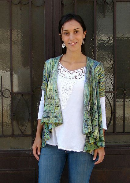 Ecuador is a very light and drapey cardigan, worked with fingering yarn at a fairly loose gauge. It features an A-line shape, draped fronts and a very simple lace pattern in the body. This pattern is