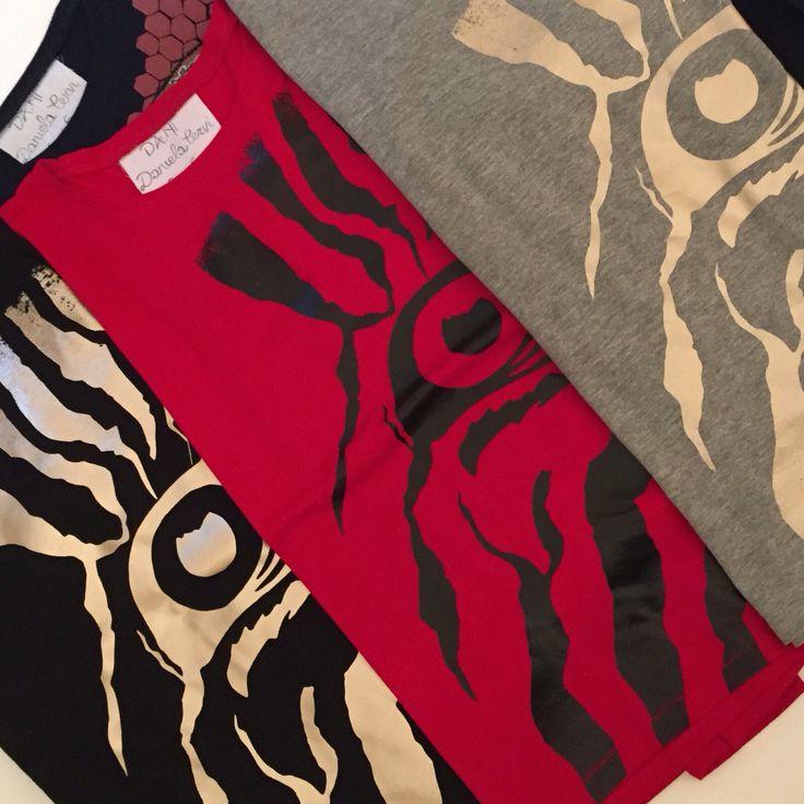 T-shirt stampa zebra variante stampa metallizzata oro rosa e nera