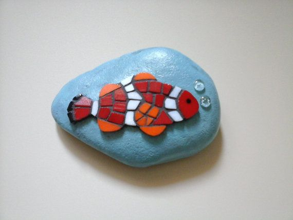 Paperweight clown fish with bubbles mosaic on di Crazy4Mosaics