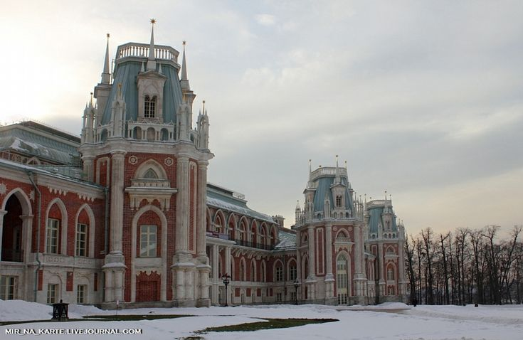 the Grand Palace in Tsaritsyno https://www.google.com/maps/place/Tsaritsyno+Museum-Reserve/@55.616025,37.683213,3a,75y,206.79h,89.24t/data=!3m5!1e1!3m3!1spZMkddnpESATh18V4jtHTQ!2e0!3e5!4m2!3m1!1s0x414ab3cc65ff1f95:0x6261499f9a7afd91