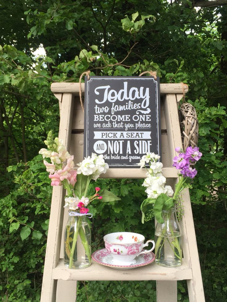 Pick a side sign on vintage ladder table plan for weddings. With country touches such as vintage flowers and vintage crockery.