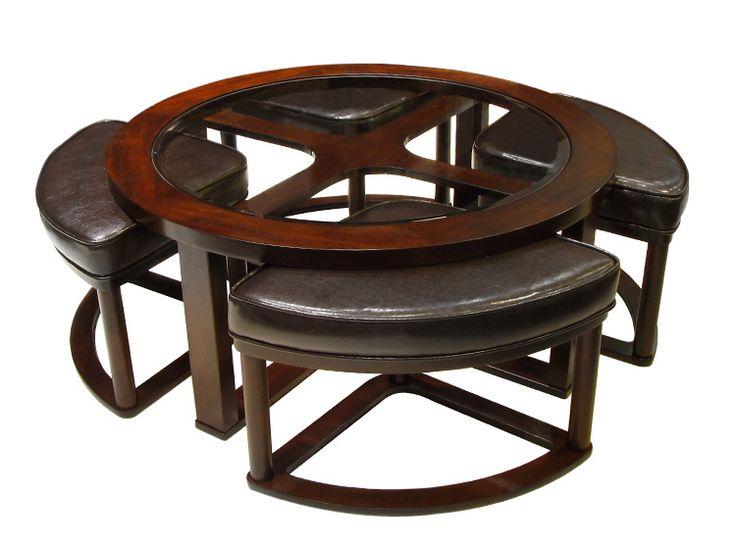 Práctica mesa de centro con asientos incorporados.