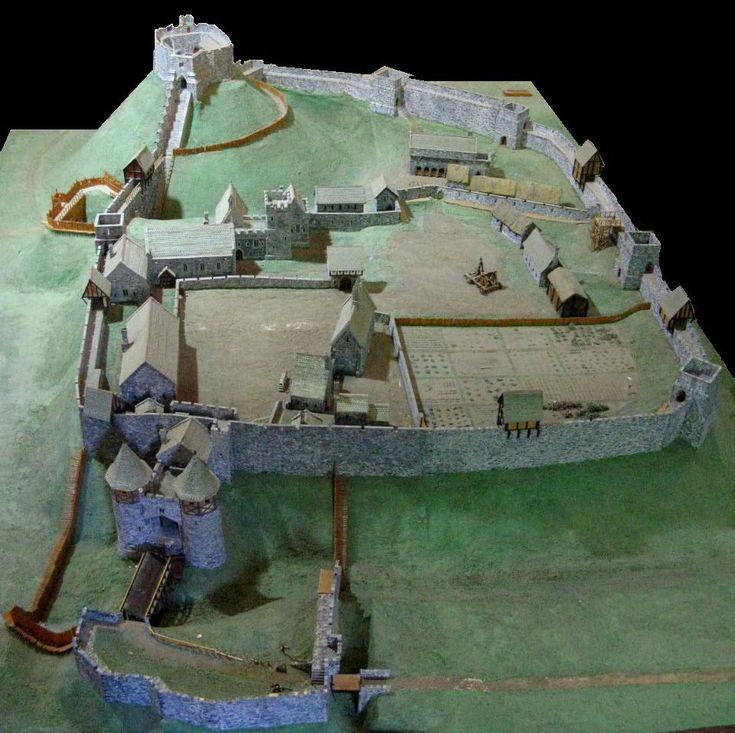 Carisbrooke Castle 14th century - Motte-and-bailey castle - Wikipedia, the free encyclopedia