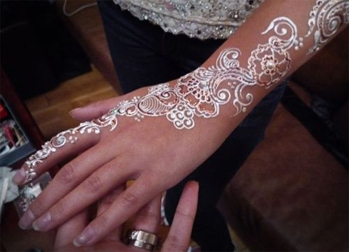 hennainspiration beautiful white henna designs on arm - Henn Ou Coloration