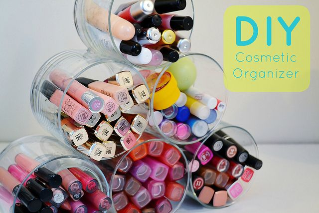 repurpose old candle jars into a DIY cosmetic organizer!
