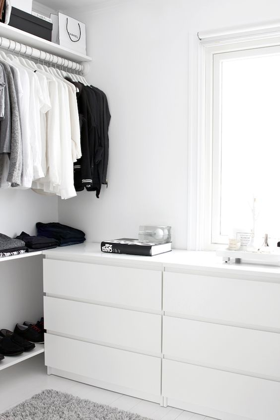 A Fashionable Home: Minimal And Bright Walk-In Closet -- Scandinavian Minimal Interior Design -- Drawers Via Stylizimo -- photo 7-Le-Fashion-Blog-A-Fashionable-Home-Minimal-Bright-Walk-In-Closet-Scandinavian-Minimal-Interior-Design-Drawers-Via-Stylizimo.png: