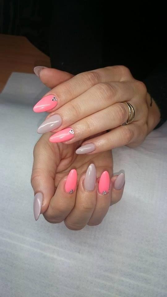 Subtelne połączenie hybryd Summer Joy z Milkshake by Kasia Basaj :) Więcej inspiracji znajdziesz na www.indigo-nails.com #nailart #nails #pastel #milkshake