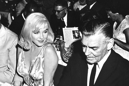 Marilyn Monroe and Clark Gable at The Misfits cast party, 1960.  Never really thought the movie lived up to its reputation, but I loved Marilyn's hair.