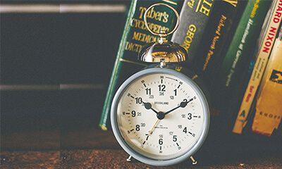 【楽天市場】目覚し時計【Stenfeld [ ステンフェルト ] 】時計|目覚まし時計| 駅やホテルをイメージしてデザインしたシックな目覚し時計。時計|目覚まし時計|おしゃれ|レトロ|とけい|目覚まし|可愛い|デザイン|ベル:ヒナタデザイン