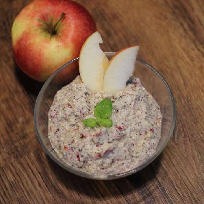 Pohanka s mákem a jablkem - rychlé a kvalitní jídlo pro lidi, kteří chtějí bezlepkovou a na vápník bohatou snídani. Tento recept tato kritéria všechny splňuje.