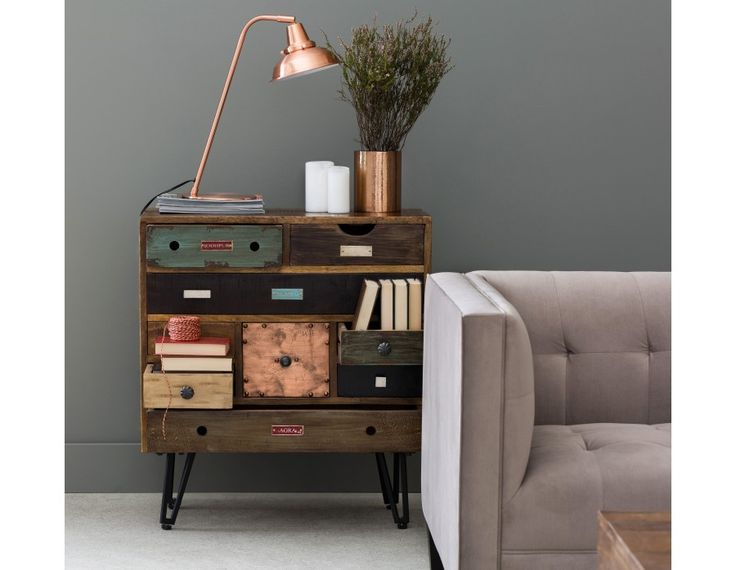 Let this worldly nine-drawer chest take you away! Showcasing the names of various Indian cities, Tacoma blends colors and textures, thanks to a mix of solid raw mango wood and black powder-coated iron hairpin legs. Versatile, Tacoma is perfect as a dresser in the bedroom or as a stylish storage unit in the living room. Pair it with the other items of Structube's Tacoma collection for a superbly eclectic look.