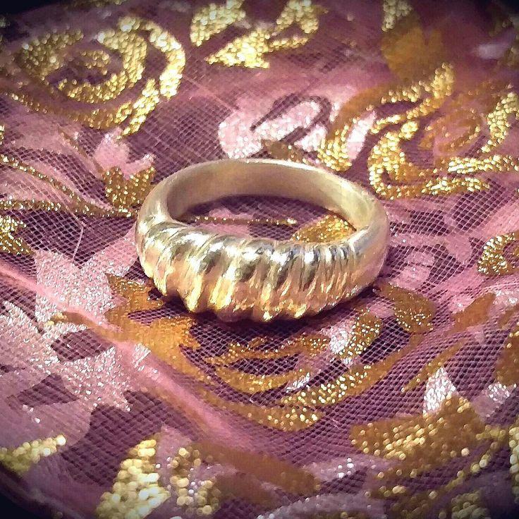 Hopeasormus tehty hopeasavesta. Silver ring made of silver clay.