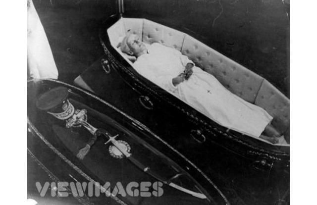 Evita 32 Photos Of Celebrity Open Casket Funerals That