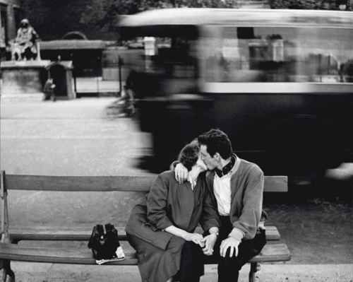 firsttimeuser:    That's Paris, 1954 by Gianni Berengo Gardin