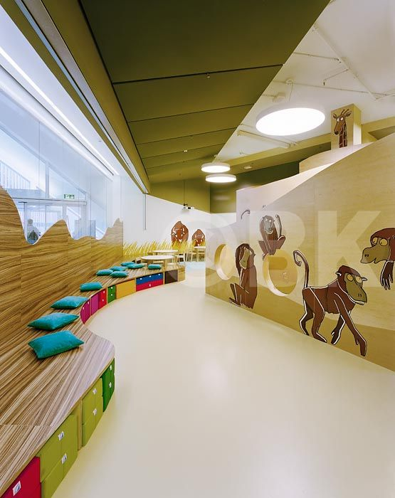 Raumhochrosen Kinderland Westside. Custom furniture and display models based on a zoo-land theme.