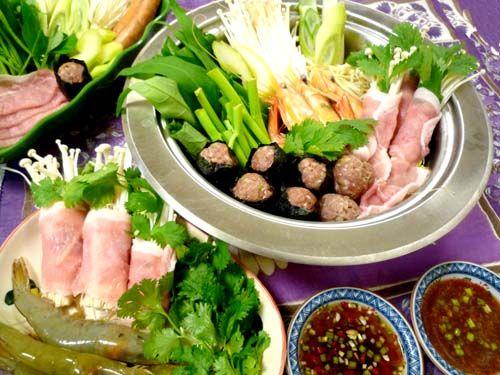 2種のタレがおいしいタイ式鍋☆タイスキ!!&ワイナリー収穫祭 - ぱおのおうちで世界ごはん☆