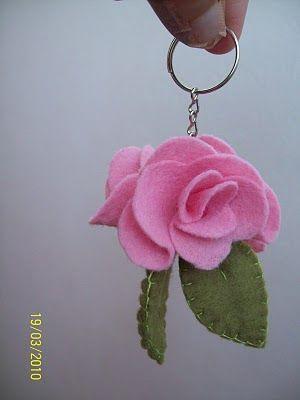 Gata Bacana Moldes: Passo a passo Chaveiros de rosas em feltro