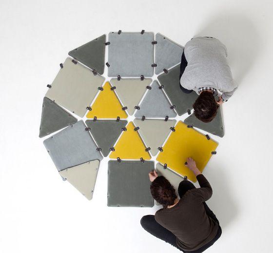 Tipi è un set di cuscini, progettati da Laure Kasiers, possono diventare qualsiasi cosa, un tappeto, una seduta, una chaise longue, una capanna.. tutto questo è possibile grazie alle diverse forme che lo compongono e al sistema di fissaggio che li unisce. Tipi è disponibile in differenti colori e forme tra cui esagoni, quadrati e due triangoli differenti. L'unico limite, come dice anche il progettista, è la propria immaginazione.