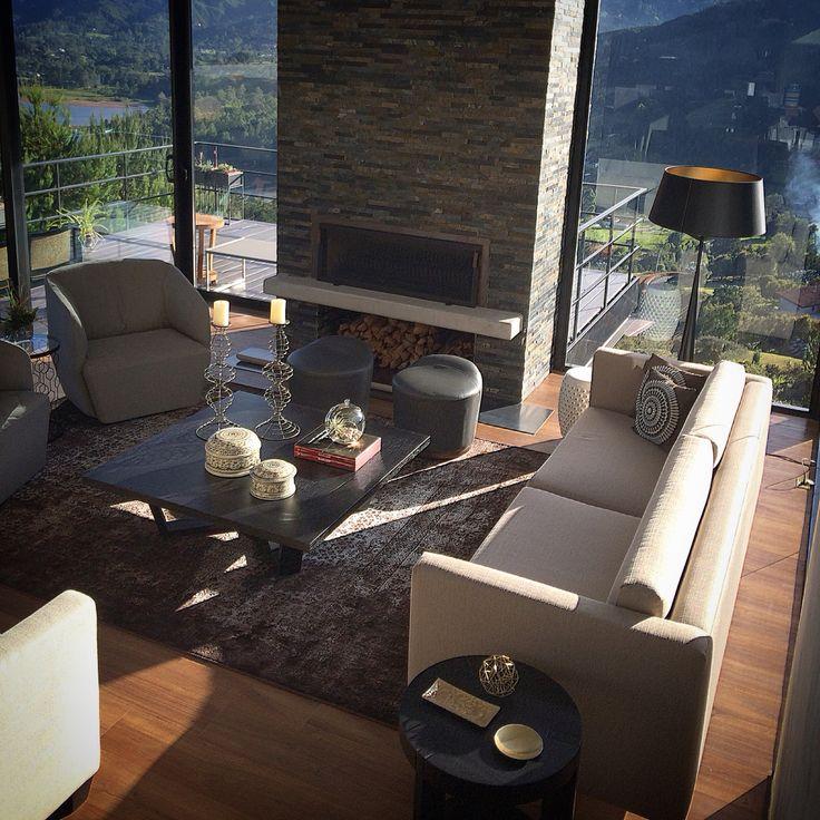 Diseño y selección de los acabados y el diseño de interiores para la Casa KM en el Retiro Antioquia