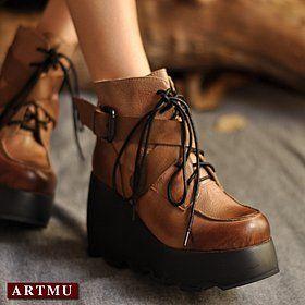 Кожаные ботинки на платформе-танкетке со шнуровкой и ремешками
