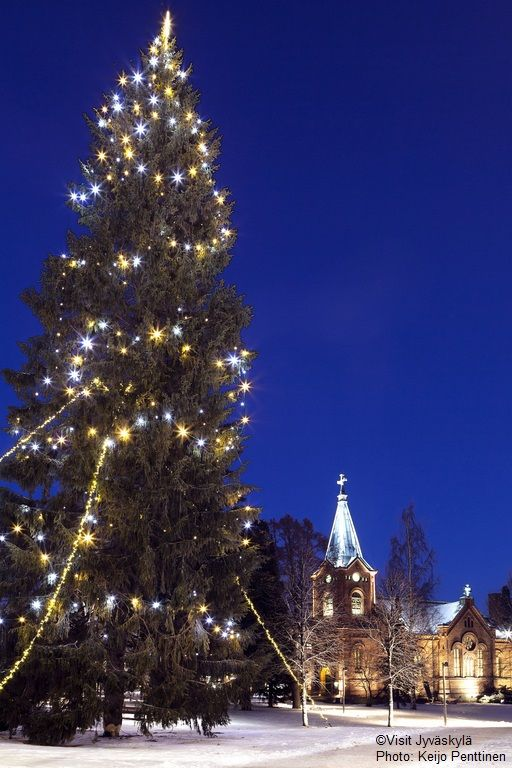 Christmas tree in Church Park. ©Visit Jyväskylä Photo: Keijo Penttinen.