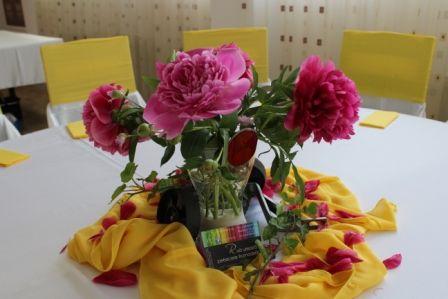 Aranjament floral bujori