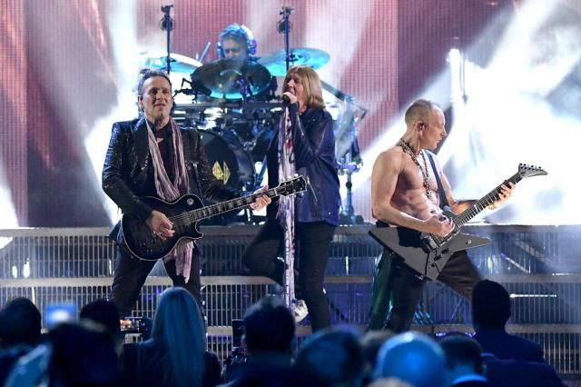Def Leppard Close Out Rock Hall With Jubilant Pour Some Sugar On Me Joe Elliott Def Leppard