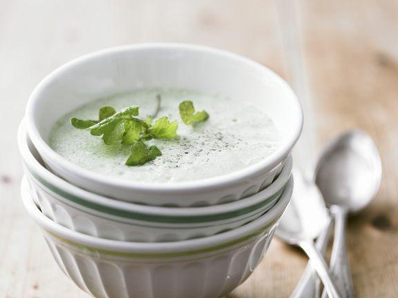 Cremige Kräutersuppe ist ein Rezept mit frischen Zutaten aus der Kategorie Kräuter. Probieren Sie dieses und weitere Rezepte von EAT SMARTER!