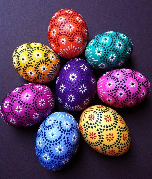 bemalte Eier in verschiedenen Farben
