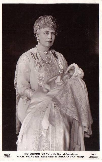 Königin Mary von England mit Enkelin Elizabeth by Miss Mertens, via Flickr  (stern) Queen Mary, George VI's mom